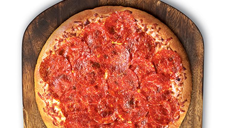Nuestra masa hecha a mano y salsa de pizza cubierta con pepperoni y queso mozzarella.
